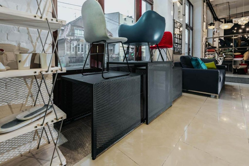 Presentation of furniture on the shop display