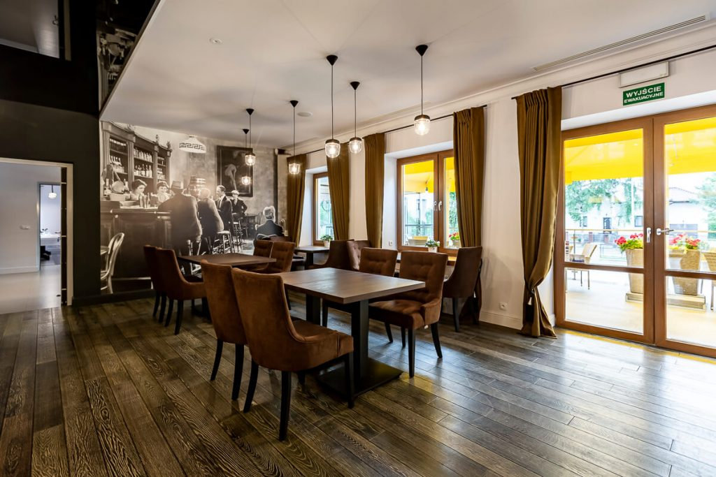 A wooden table for the restaurant - FLAT