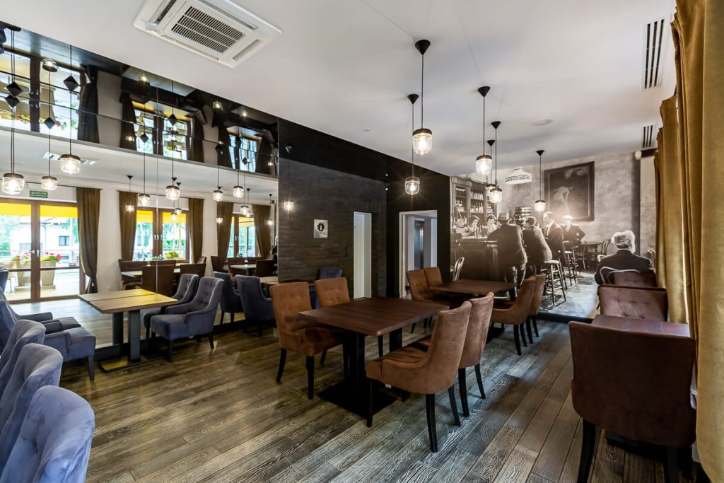 Our projects - wooden tables in the Novopolska restaurant