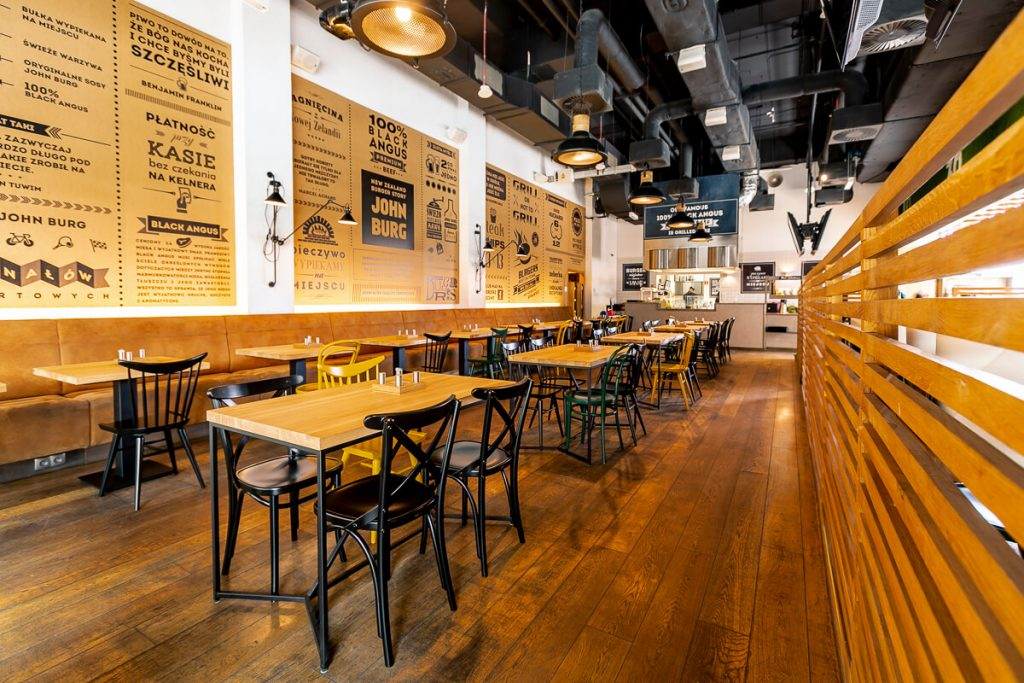 Wooden tables for restaurants - our projects