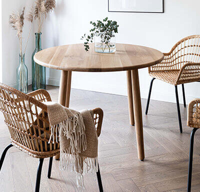 Round table for the dining room - Scandinavian style